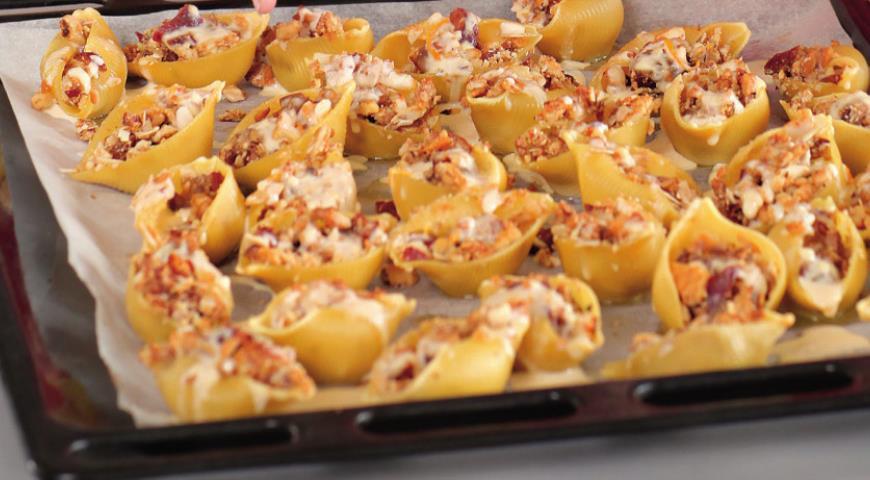 Ракушки с орехово-финиковой начинкой и английским кремом