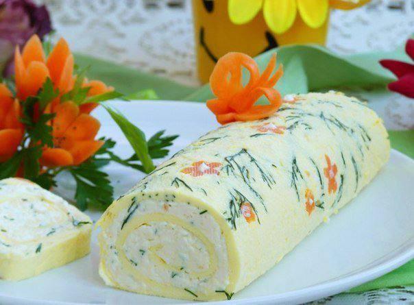 Яичный рулет с начинкой из плавленого сыра: пошаговый рецепт