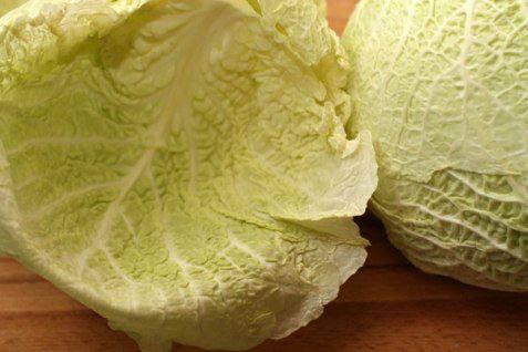 Рецепт Голубцы из савойской капусты с мясом шаг-1
