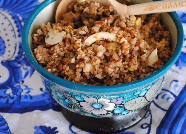Готовим Закуски Гречневая каша с грибами, луком и яйцом