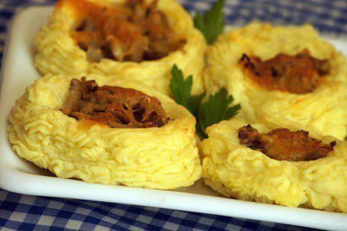 Готовим Закуски Картофельные гнезда с грибами и сыром