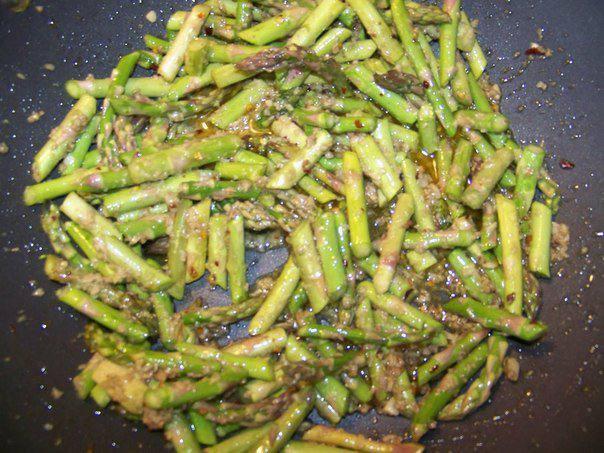 Рецепт Паста с чесноком и спаржей шаг-3