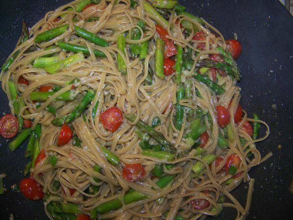 Рецепт Паста с чесноком и спаржей шаг-5