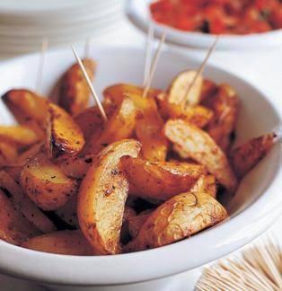 Готовим Закуски Пряные картофельные дольки с соусом сальса