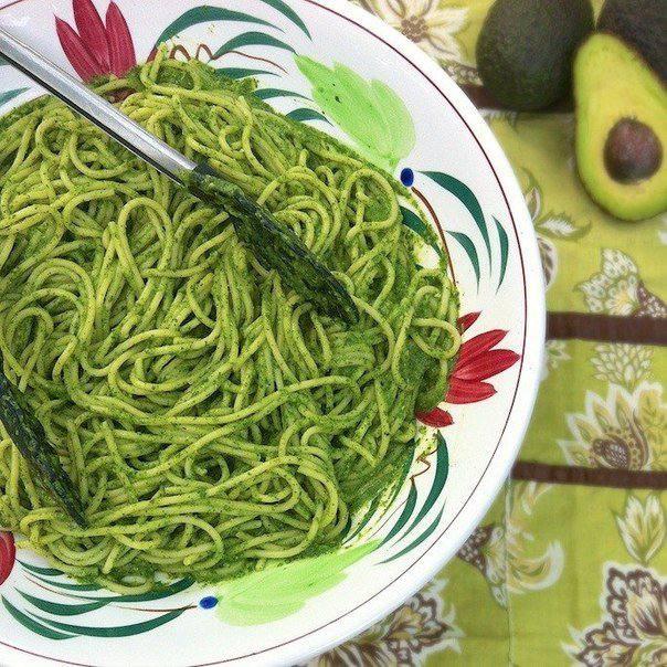 Готовим Закуски Спагетти с соусом из шпината и авокадо