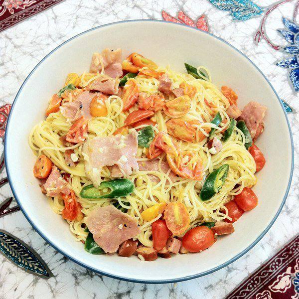 Готовим Закуски Спагетти с ветчиной, сосисками и чили