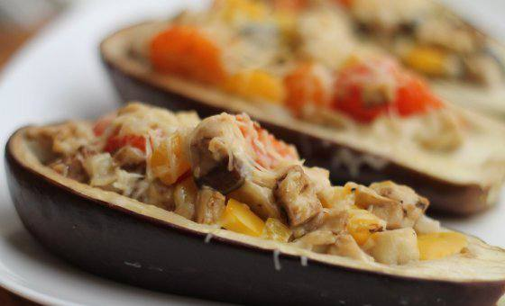 Готовим Закуски Запеченные баклажаны со скумбрией и овощами