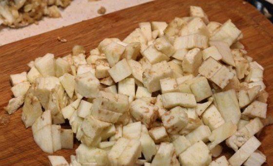 Рецепт Запеченные баклажаны со скумбрией и овощами  шаг-2