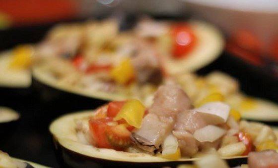 Рецепт Запеченные баклажаны со скумбрией и овощами шаг-5