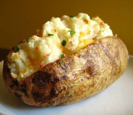 Готовим Закуски Запеченный картофель с соусом