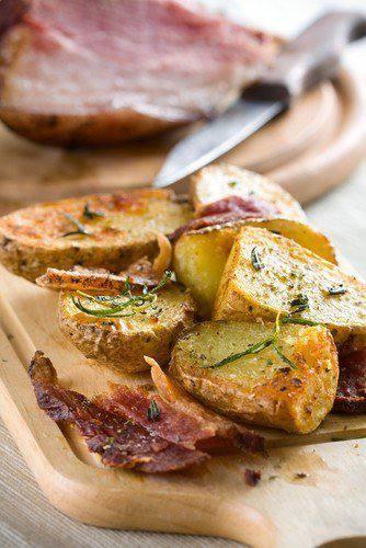 Готовим Закуски Запеченный картофель с травами и чесноком