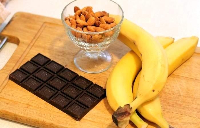 Рецепт Бананы в шоколаде с миндалем шаг-1