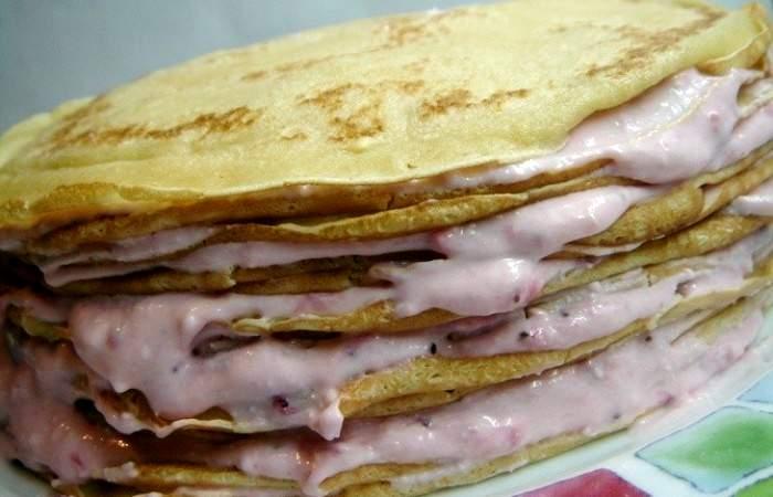 Рецепт Блинный торт с творогом и клубникой шаг-5
