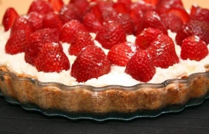 Готовим Десерты Миндальный пирог с клубникой