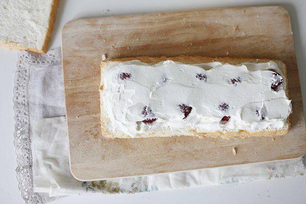 Рецепт Ангельский торт со сливками и ягодами шаг-5