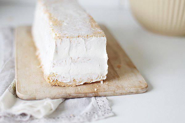 Рецепт Ангельский торт со сливками и ягодами шаг-6