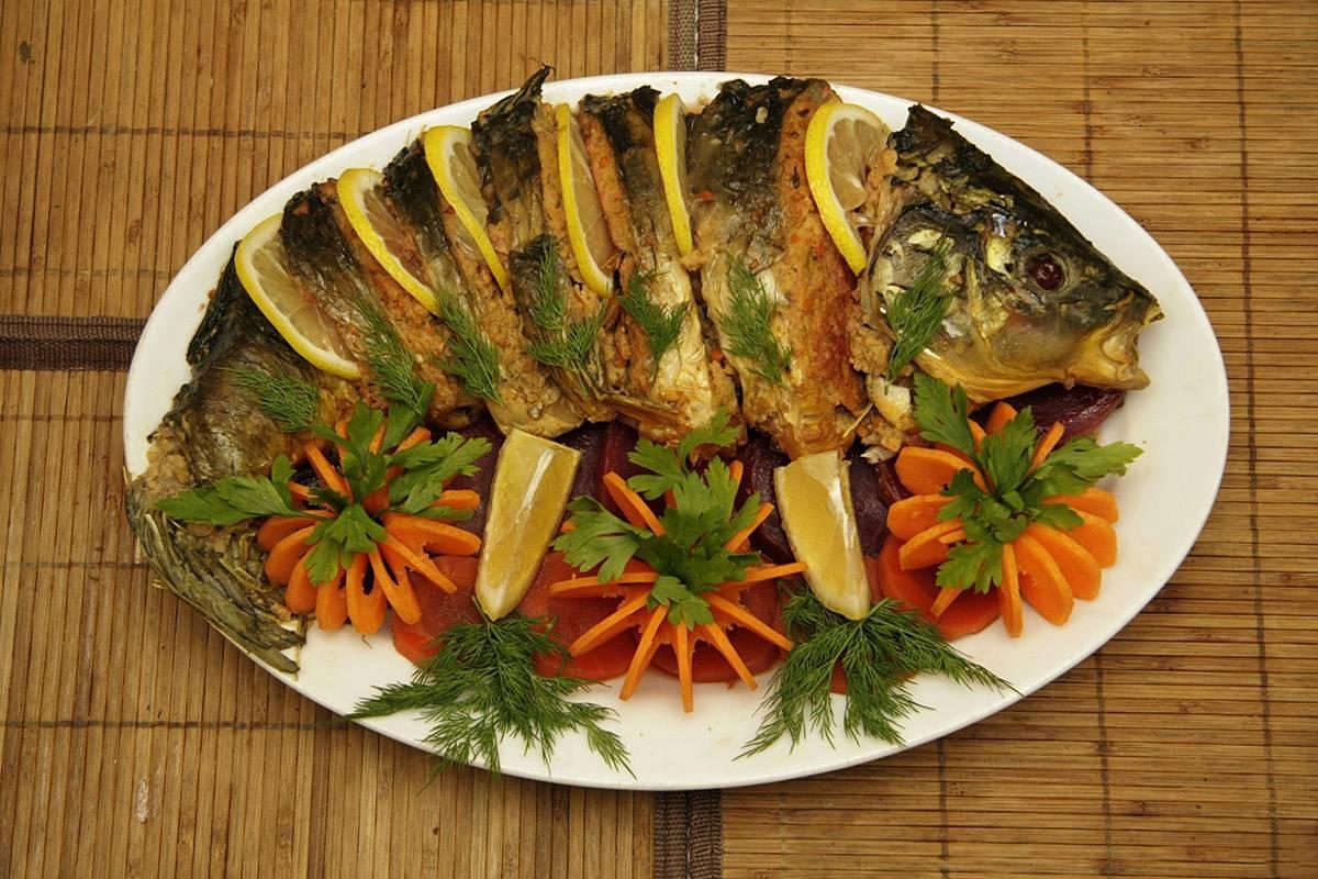 Фаршированный сом запеченный в духовке целиком рецепт пошагово