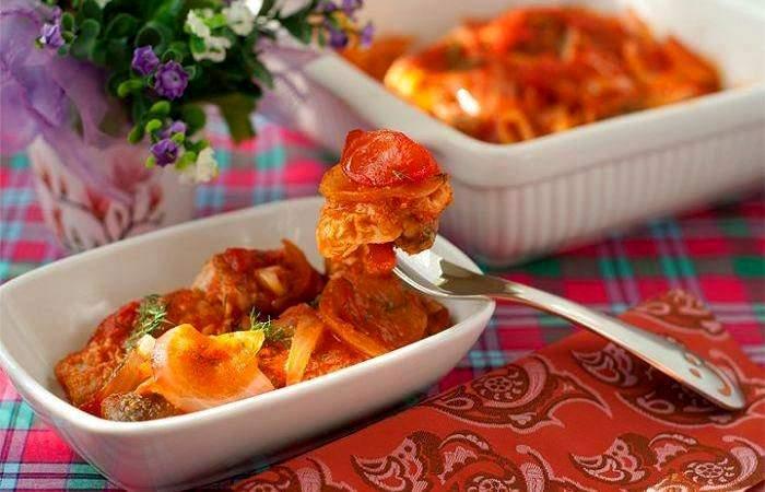 Рецепт Горбуша, запеченная в духовке под томатным соусом шаг-5