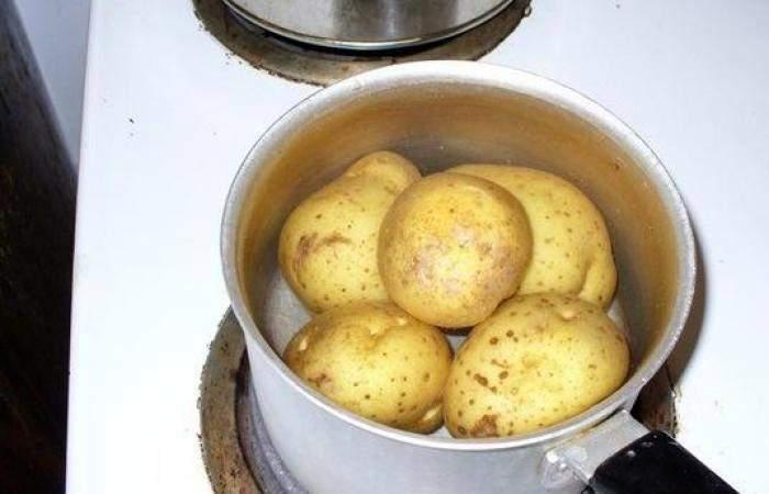 Рецепт Картофельные зразы с ветчиной и сыром шаг-1