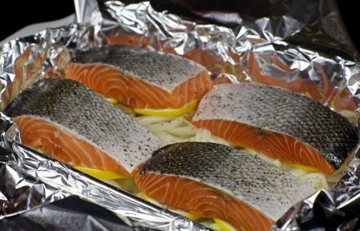 Рецепт Красная рыба, запеченная с луком шаг-5