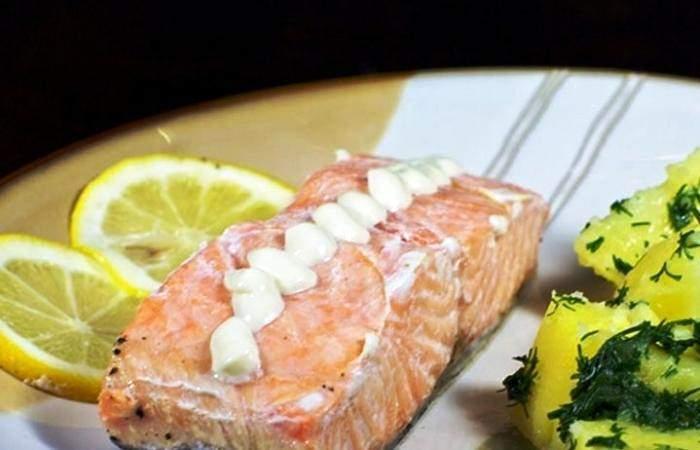 Рецепт Красная рыба, запеченная с луком шаг-8