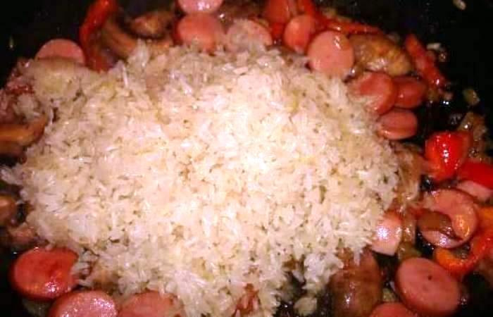 Рецепт Паэлья с сосисками и грибами шаг-3