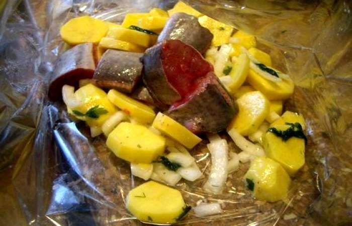 Рецепт Сом, запеченный в рукаве с картофел. шаг-3