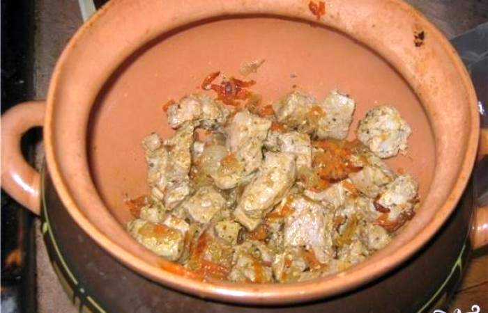 Рецепт Свинина с картофелем в горшочке шаг-5