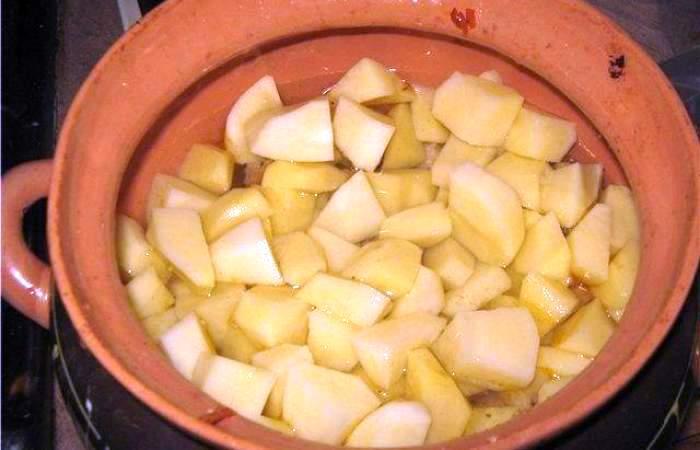 Рецепт Свинина с картофелем в горшочке шаг-7