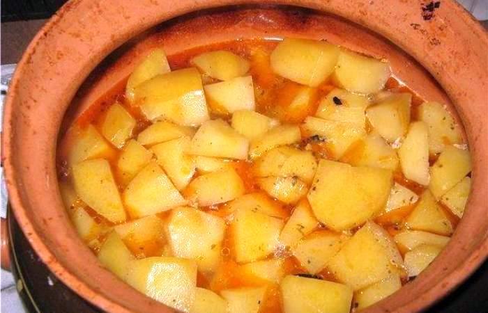 Рецепт Свинина с картофелем в горшочке шаг-8