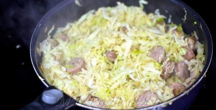 Рецепт Тушеная капуста с сосисками  шаг-4