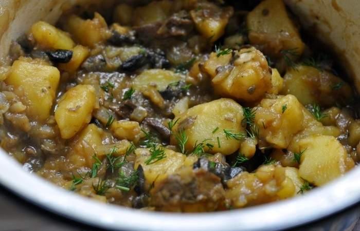 Рецепт Тушеная картошка с грибами  шаг-4