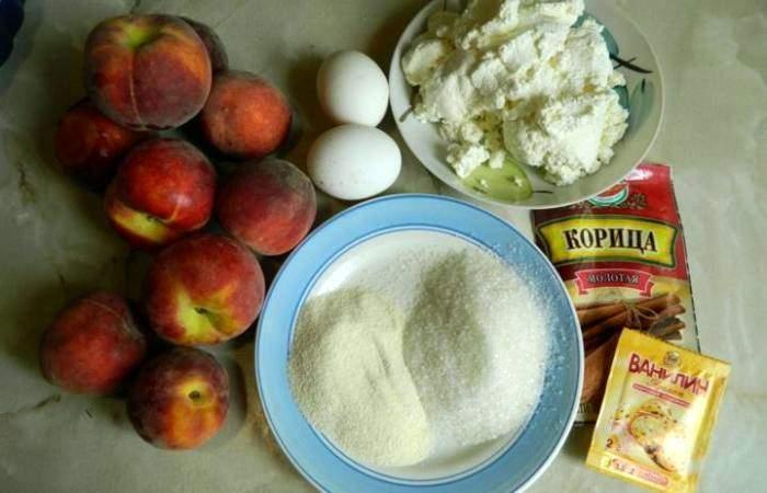 Рецепт Творожная запеканка с персиками и манкой шаг-1