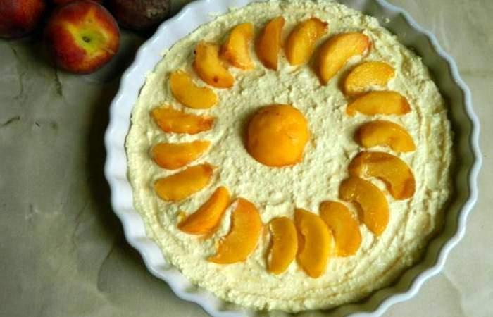 Рецепт Творожная запеканка с персиками и манкой шаг-5