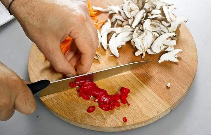 Рецепт Жареный рис по-китайски с овощами и грибами шаг-1