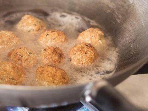 Рецепт Мясные шарики, фаршированные моцареллой шаг-7