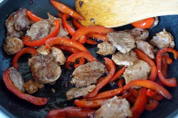 Рецепт Свинина в остром соусе с мандаринами шаг-8