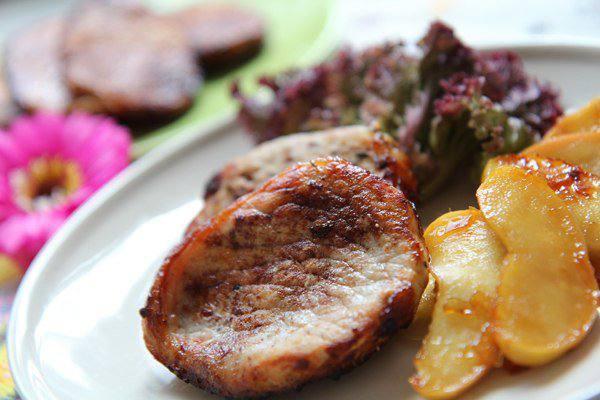 Готовим Мясо Свиной стейк с карамелизированными яблоками