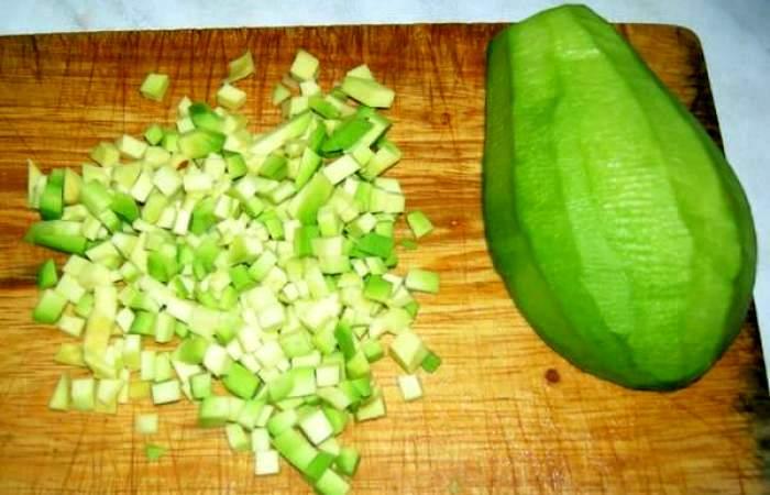Рецепт Салат из клубники с индейкой шаг-6