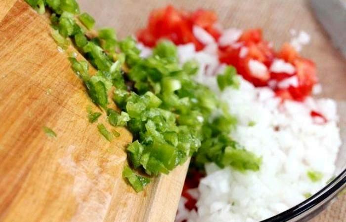 Рецепт Салат с помидорами и острым перцем  шаг-4