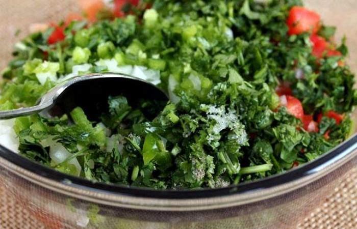 Рецепт Салат с помидорами и острым перцем шаг-7