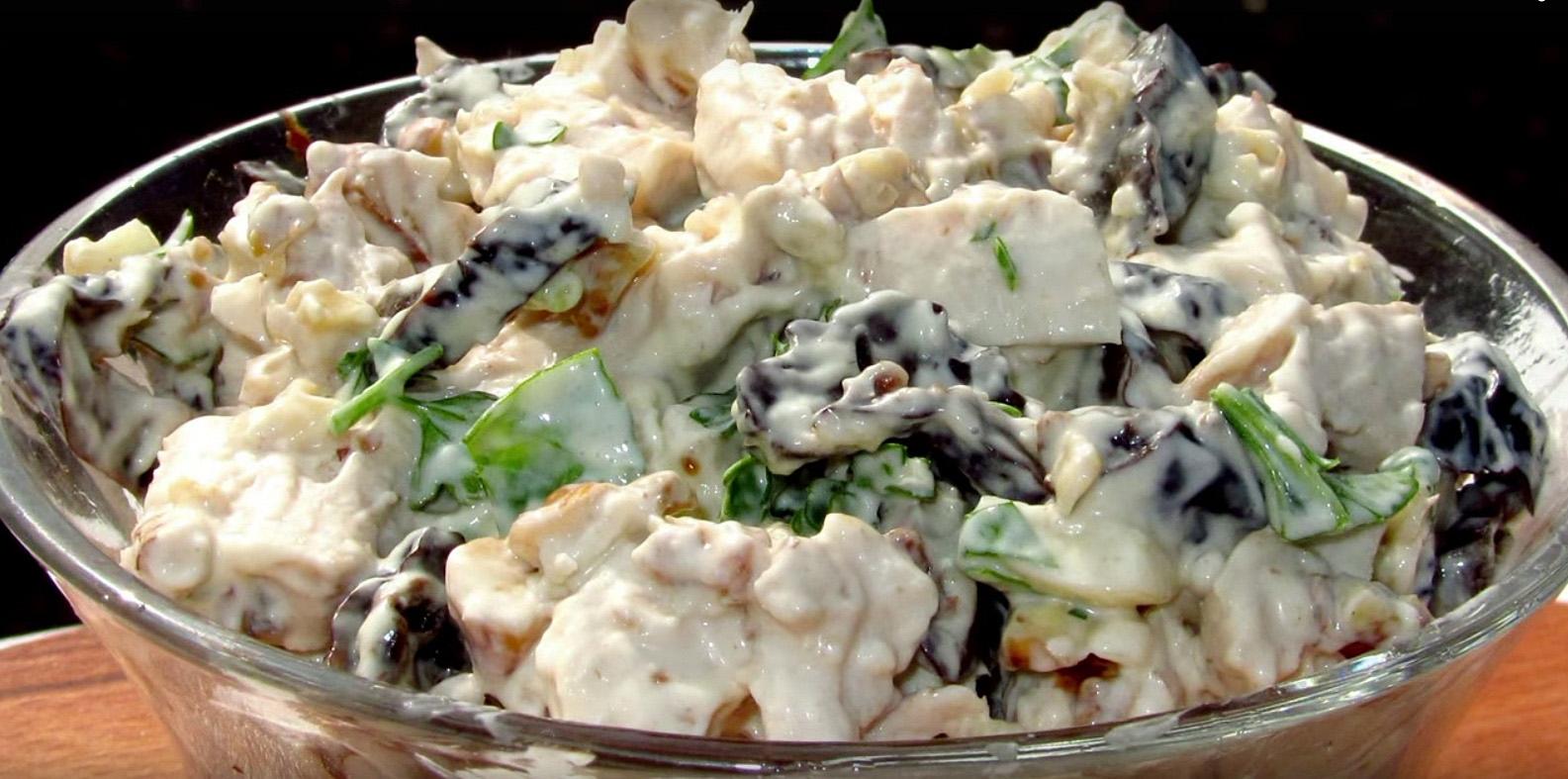Рецепт Салат из куры с черносливом с жаренными грибами