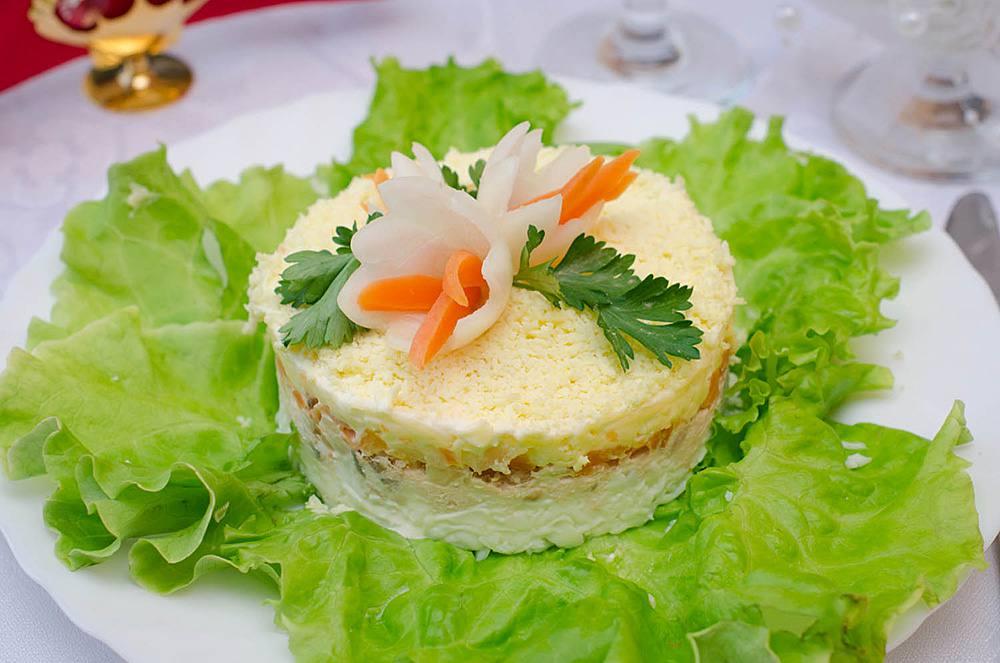 Салат Мимоза с сайрой и рисом