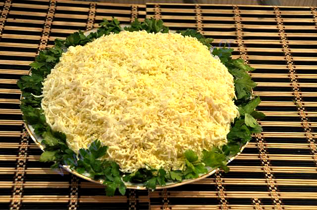 Слоеный салат курица с ананасом рецепт классический