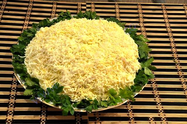 Салат слоями с ананасами