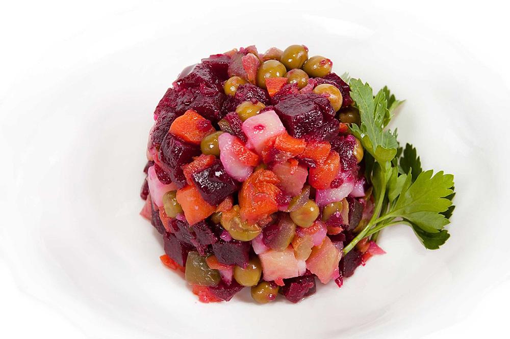 Салат винегрет с квашеной капустой и свеклой