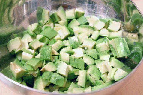 Рецепт Салат из авокадо и груш шаг-1