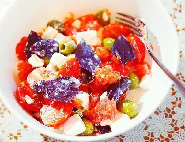 Готовим Салаты Салат с грейпфрутом, моцареллой и черри
