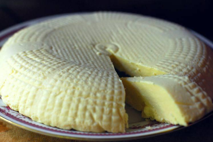 Домашний сыр «Аюбован» (типа адыгейский)