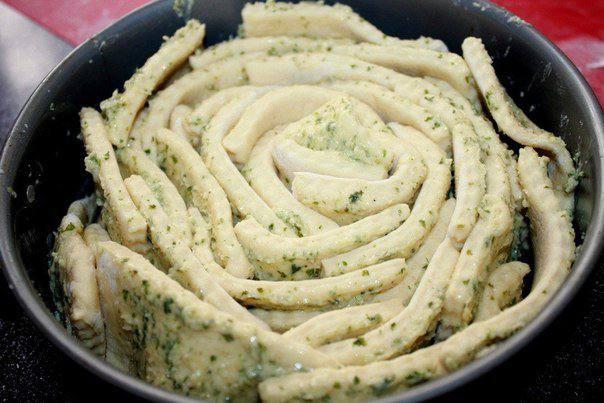 Рецепт Обезьяний хлеб с чесночным маслом  шаг-2